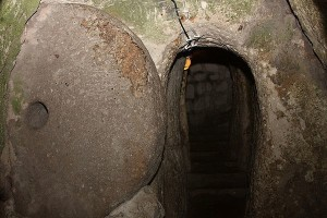 بوابة مدينة ديرينكويو تحت الأرض  Derinkuyu Underground City